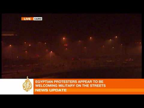 Egyptian army enters the streets of Cairo
