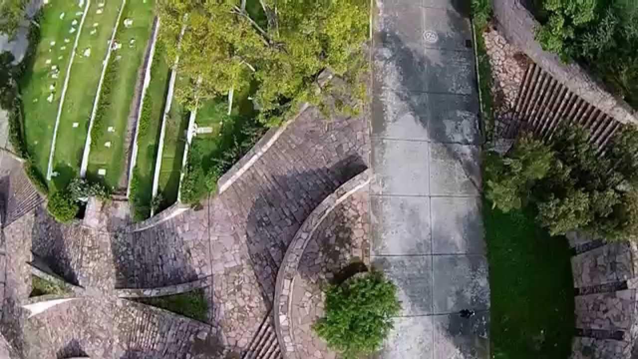 Video dron jardines del recuerdo cementerio tlalnepantla for Cementerio jardin