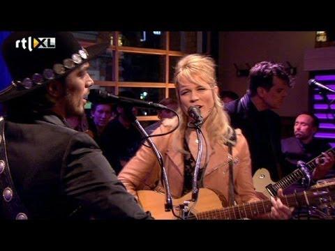 Ilse en Waylon zingen Calm After The Storm...