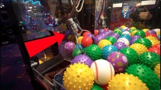 You've Never seen a Claw Machine THIS SMALL!!
