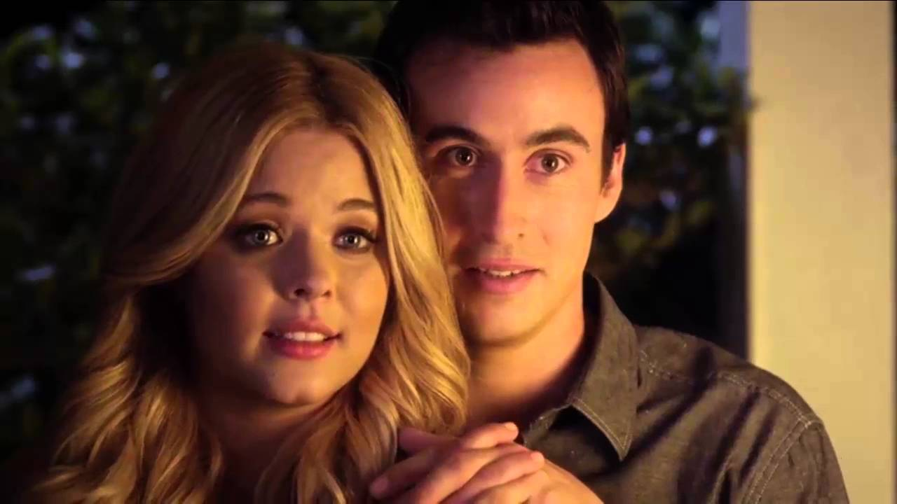 who does emily marry in pll