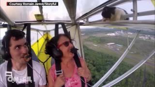 ردة فعل لا تُصدق بعد اكتشاف قطة على جناح طائرة محلقة