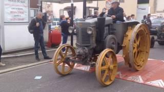 Défilé de tracteurs anciens à Caussade (Landini, Case, Lanz Bulldog, SFV, Farmall, Renault)