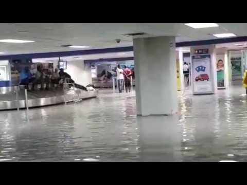 Haiti amba dlo partou. Airport la ouvri é l'amba dlo. WhatsApp Video.