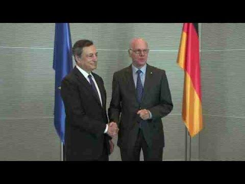 Draghi dice que los problemas de Deutsche Bank no se deben a los tipos bajos