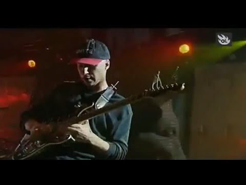 Tom Morello solos guitar in Audioslave and Rage Against The Machine