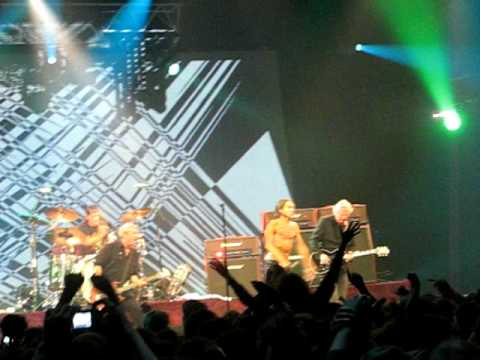 "Iggy And The Stooges live in Strasbourg, 2010-04-16 - ""1970"" (excerpt)"