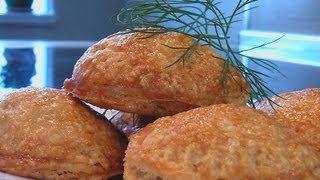 Пирожки из слоеного теста видео рецепт. Книга о вкусной и здоровой пище(Сайт проекта:http://www.videocooking.ru Приготовлено по рецепту из