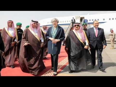 Theresa May Didn't Wear A Headscarf In Saudi Arabia