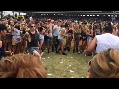 Crazy Ravers Dancing at Stereosonic Melbourne 2013