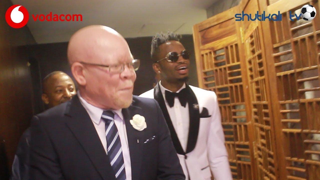 Diamond platnumz Alivyoingia na Manara kwenye ukumbi wa Mo simba Awards