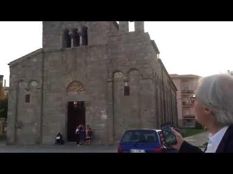 """#italiasfregiata """"Quei birilli di m..... davanti a San Simplicio a Olbia"""""""