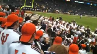 2010 Texas Bowl Postgame Oskee Wow Wow & Illinois Loyalty w/Team