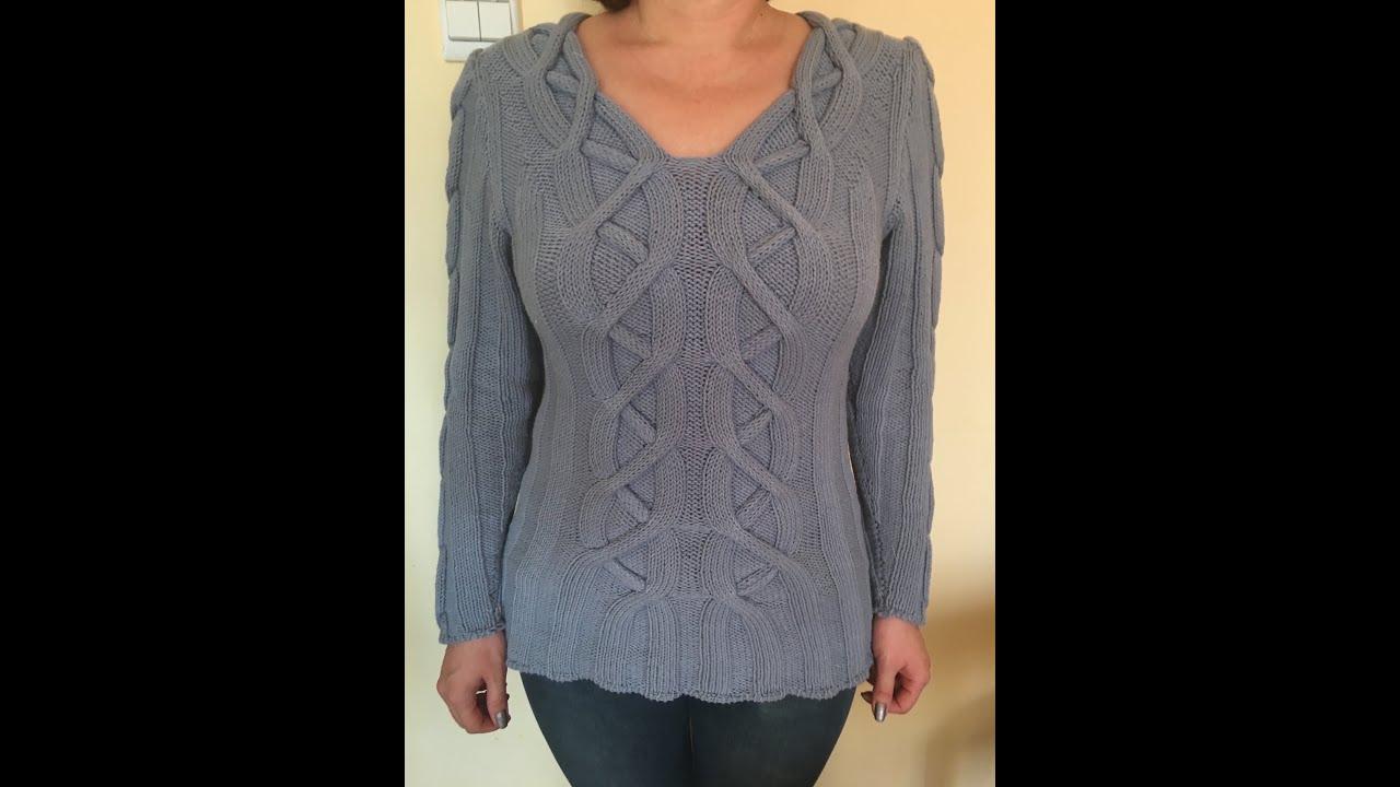 Пуловер с ажурными полосами и косами