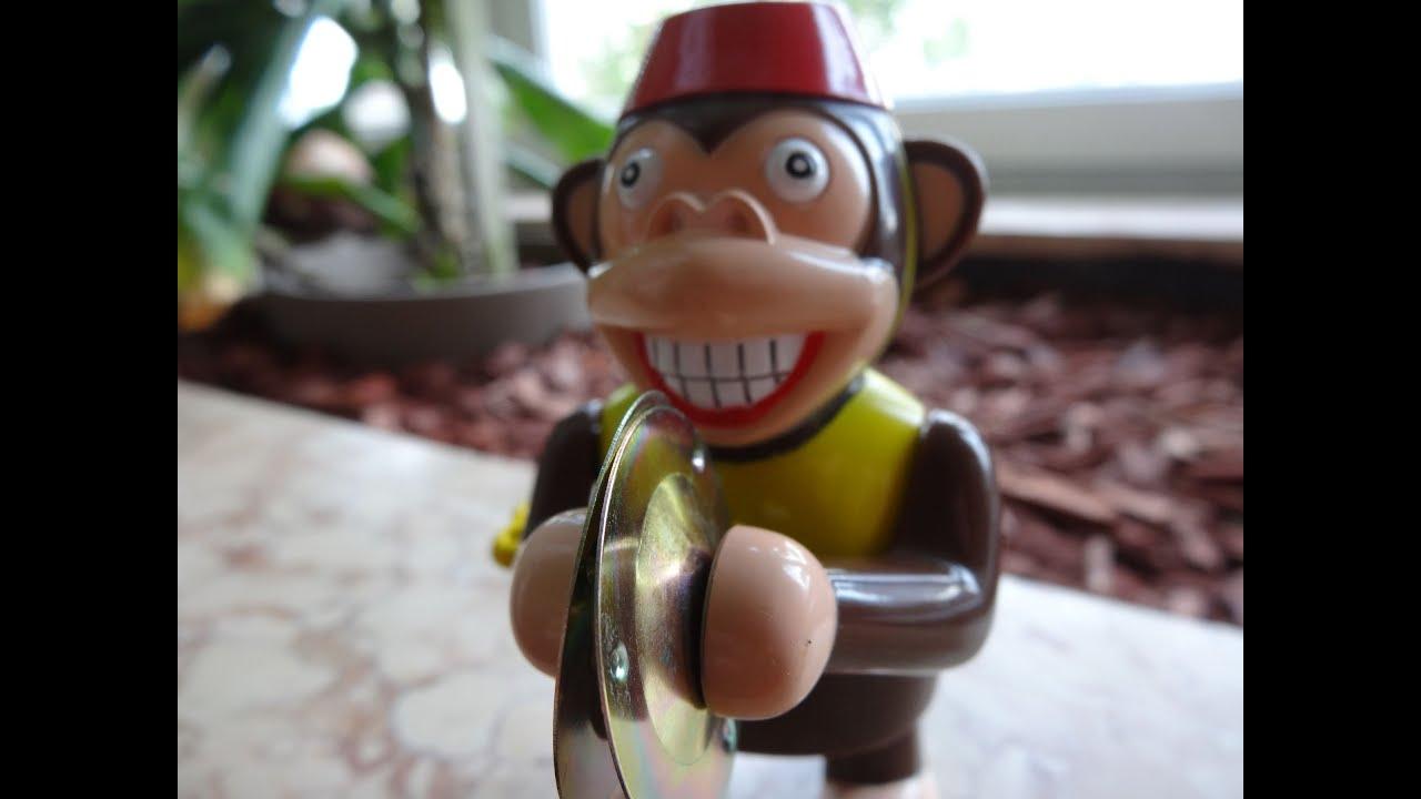 Aufziehbarer Affe Mit Becken Wer Brauch Schon Den Duracell