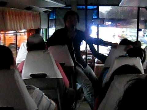 20101011柬埔寨‧導遊吳利(小吳)唱歌-1