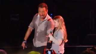 """Waitin on Sunny Day"" Bruce Springsteen & Young Fan@Hersheypark  PA Stadium 5/14/14"