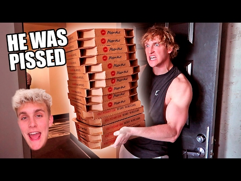 Thumbnail: ORDERING GIANT PIZZAS TO MY BROTHERS HOUSE (PRANK WARS)
