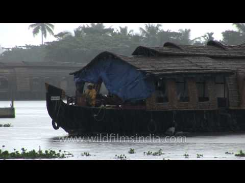 alleppey-house-boats:-one-of-the-unique-attractions-of-kerala