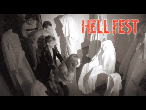 HELL FEST  Haunted Maze With The Cast! Amy Forsyth, Christian James, Bex TaylorKlaus