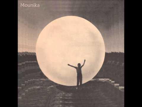 Mounika : Triste