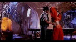 Repeat youtube video Hot Raveena Tandon in Mohra - Main Cheez Badi Hoon Mast