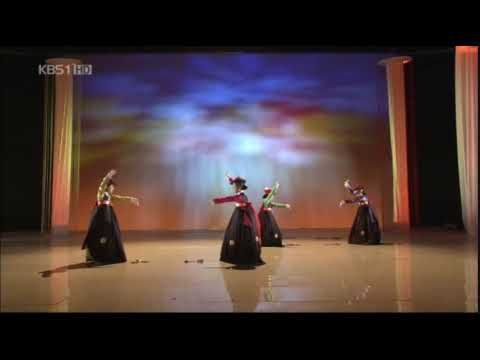 Geom-mu(검무): Traditional Korean Sword Dance!!!