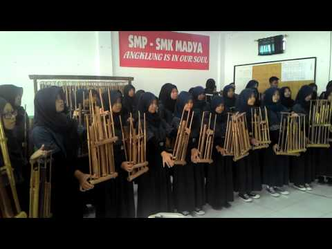 '' Tanah Air '' Angklung SMP Madya