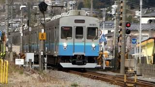 宇佐美駅の伊豆急行・8000系電車