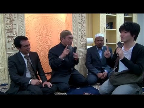 Japanese Convert to Islam By Saying The Shahada (The Declaration of Faith)