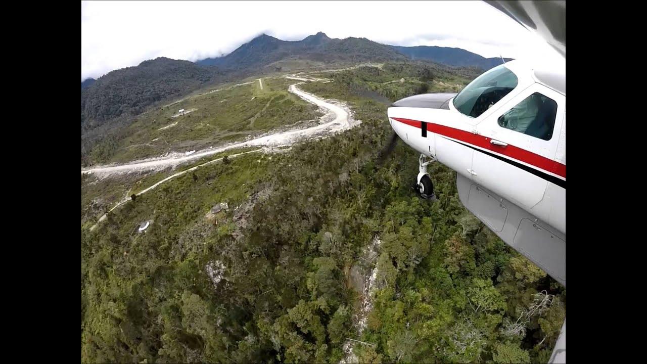 Flying in Papua - Sinak WAKN C208B Caravan approach, landing & departure HD