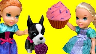 Cupcakes, Gummy bears !  ELSA ANNA Toddlers playing thumbnail