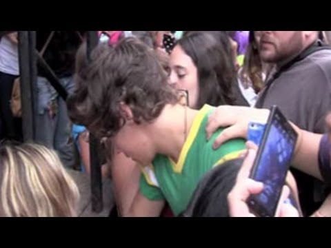 Harry Styles Has to Climb to Get to His Hotel