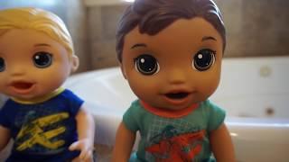 BABY ALIVE Boy Luke Pees In The Bath Tub!