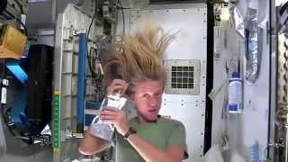 Uzay'da nasıl saç yıkanıyor?