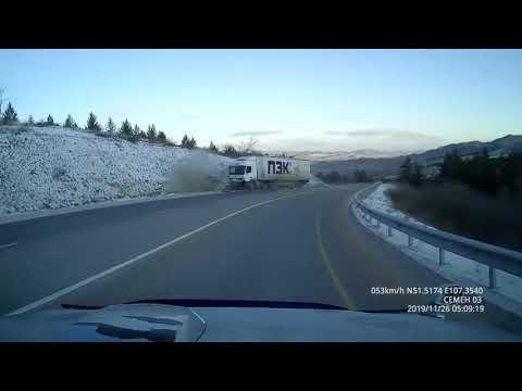 Момент смертельного ДТП на трассе в Бурятии