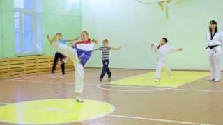видео Выбираем спорт для девочек 4-7 лет – 10 лучших спортивных секций в зале для девочек