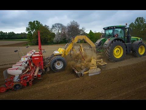 Seeding Corn with JOHN DEERE 8370R - 8 rows !!!