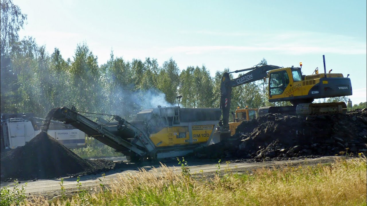 Rubble master RM 100 crushing tarmac ,Volvo EC210BLC, Ljungby L15 in work - YouTube