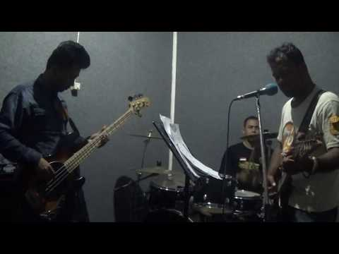 Andra and the backbone main hati cover by The last interview