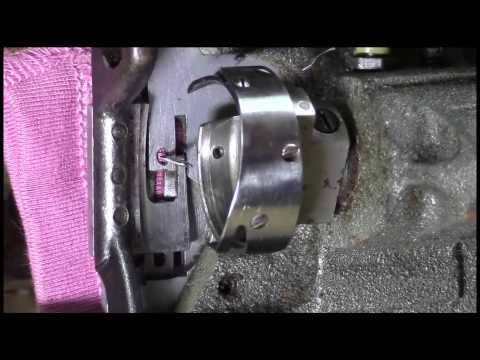 Швейная машина 1022 класса. Как выставить челнок по отношению к игле. Видео №42.