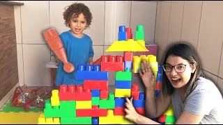 Cadu and Mom Play with colored cubes