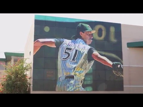 Hall of Fame pitcher Randy Johnson sees Peoria High School mural