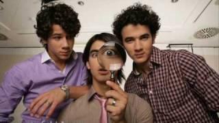 Jonas Brothers - Paranoid lyrics + download
