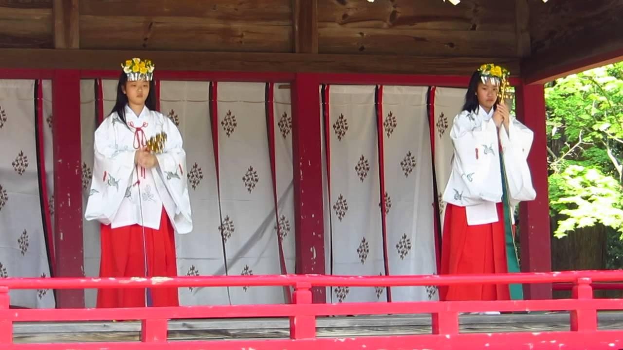 巫女舞!!浦安の舞 鈴 箭弓稲荷神社 - YouTube