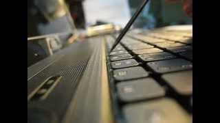 removal снять клавиатуру keyboard Packard bell ACER eMachines (макро видео)(Главное при изъятии клавиатуры не тяните за кнопки, что бы их не вырвать, а тяните за металлическую подложку..., 2012-10-30T08:55:37.000Z)