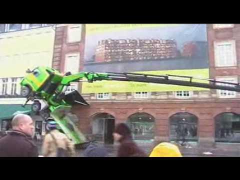 copenhagen car crane crash