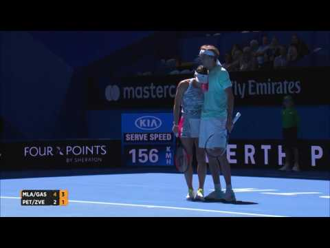 Petkovic and Zverev hug it out - Mastercard Hopman Cup 2017