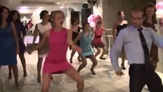 ПРИКОЛЬНЫЙ ОТЖИГ  на свадьбе  Тренер по танцам  Девки отжигают!