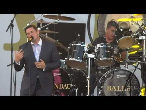Spandau Ballet - Gold live at IOW Festival 2010